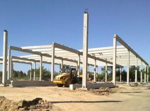 Монтаж збірного залізобетонного каркасу при будівництві будівельно-господарського гіпермаркету «Епіцентр», м. Херсон