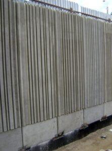Фактурні стінові панелі для влаштування підпірних стін