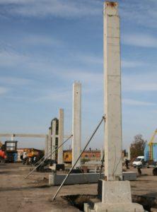 Монтаж колон при будівництві центру оптової торгівлі METRO (м. Житомир)