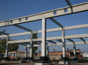 Несуча двотаврова балка з отворами для пропуску інженерних комунікацій. Центр оптової торгівлі METRO (м. Житомир)