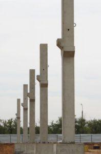 Монтаж колон при будівництві центру оптової торгівлі METRO, м. Волзький, Росія