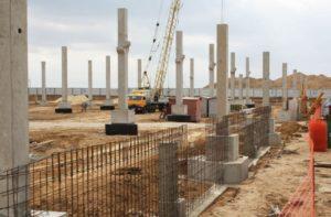 Монтаж залізобетонних конструкцій при будівництві центру оптової торгівлі METRO, м. Волзький, Росія