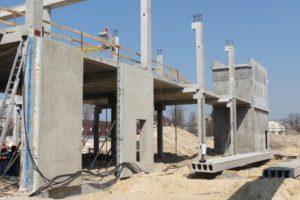 Змонтована 3-шарова стінова панель виробництва «Обербетон». Будівництво ТРЦ
