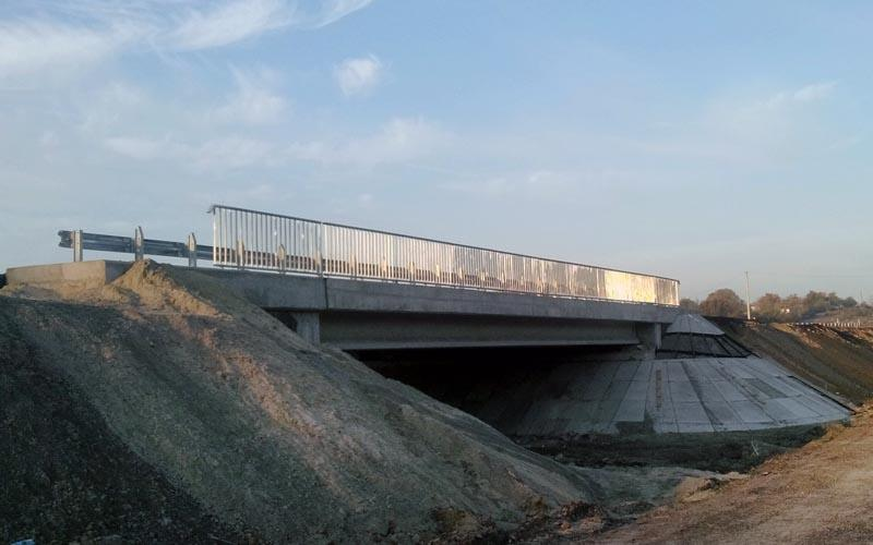 Доставка попередньонапружених з/б мостових балок довжиною 24м вир-ва «Обербетон». Буд-во шляхопроводу в с.Поділ Полтавської обл.