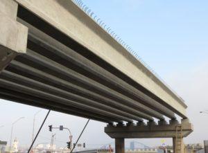 железобетонные мостовые балки длиной 24-30,7 м пр-ва «Обербетон» (Киев, реконструкция Почтовой пл.)