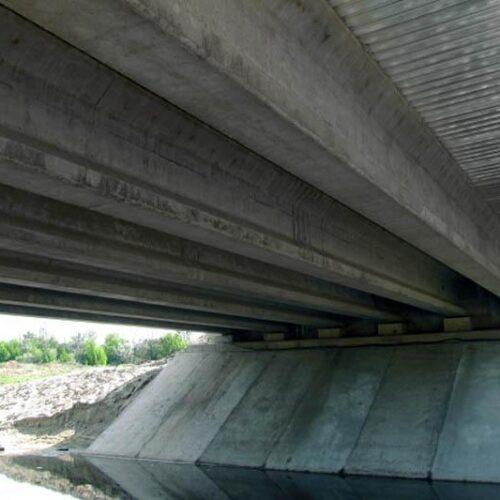 Преднапряженные мостовые балки длиной 21 м и 24 м производства «Обербетон». Путепровод в с. Абазовка Полтавской обл.